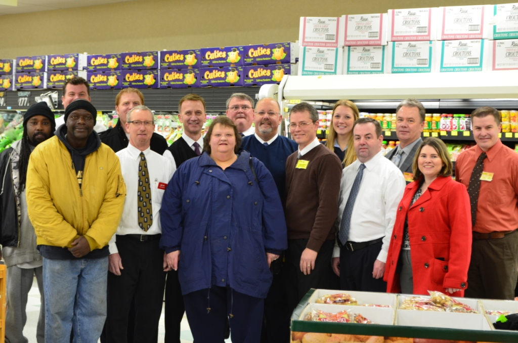 No Frills Bag N Save Team Up To Fight Hunger