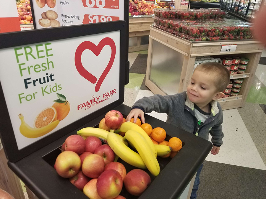 SpartanNash Offers Free Fresh Fruit for Kids