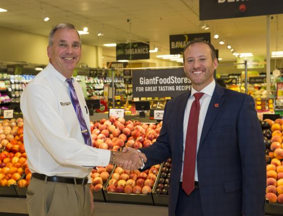 Darrenkamp's Closing 3 Stores, Selling 1 to Giant Food Stores