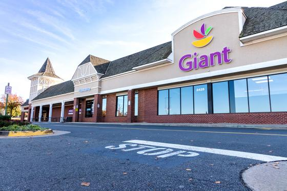 New Giant Food Store Features Updated Design