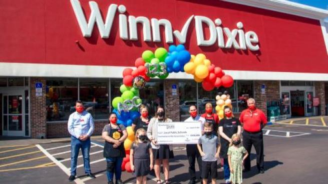 Southeastern Grocers Donates $350K to Regional Schools as Academic Year Begins