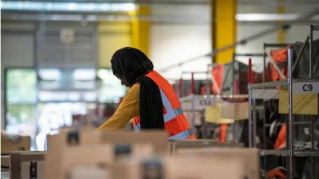 Hourly Wages Edge Up as Staffing Woes Continue