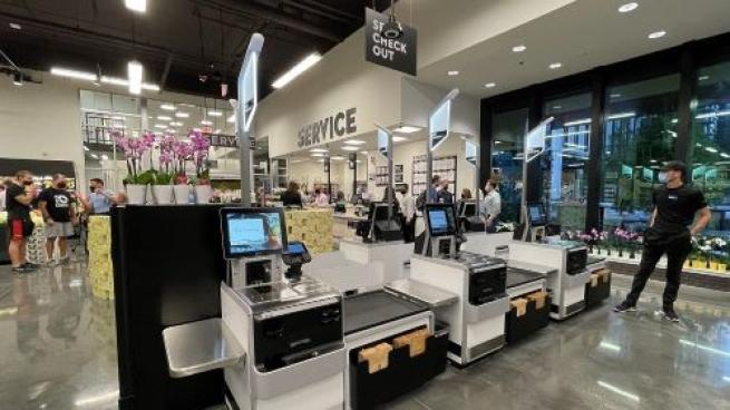 Why Grocers Should Be Raising Their Phygital Game