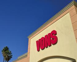 Vons Sign Teaser Strike