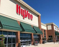 Hy-Vee to Distribute 3 Million Masks to Shoppers