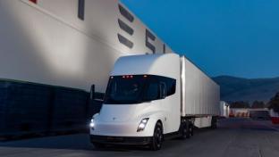 Electric Semi-Trucks Enter Race Toward Reaching Zero Emissions